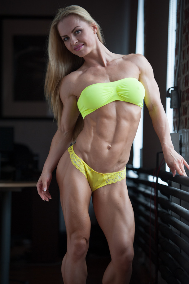 sexy muscle babes