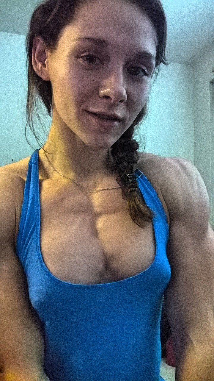 Extremely hot muscle woman fucked from her ass 4