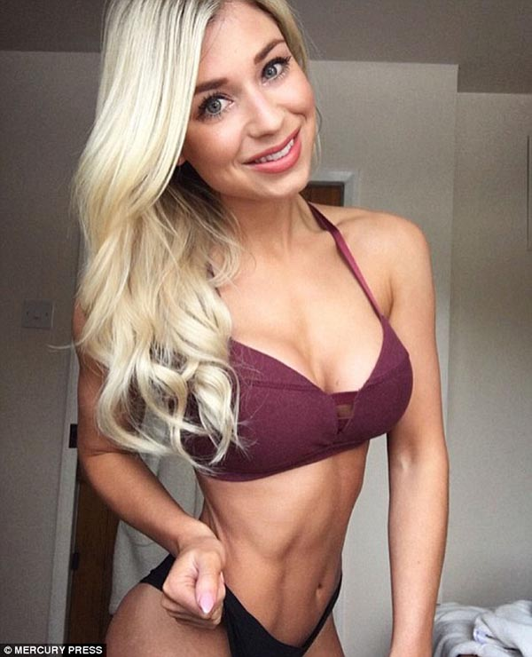 Sophie Aris 04