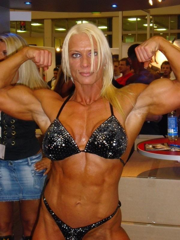 IFBB Pro Bodybuilder Nicole Pfützenreuter